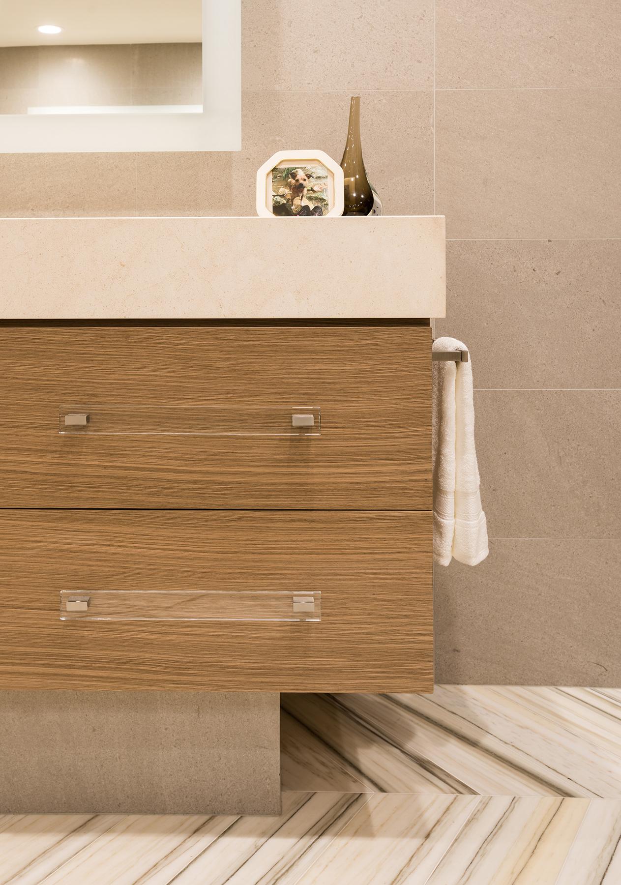 10020-masterbath-vanity-detail